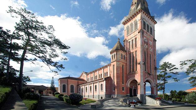 Nhà thờ Con Gà – Công trình kiến trúc cổ xưa nhất ở Đà Lạt