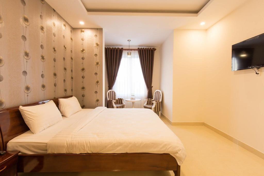 khách sạn mới xây gần chợ Đà Lạt