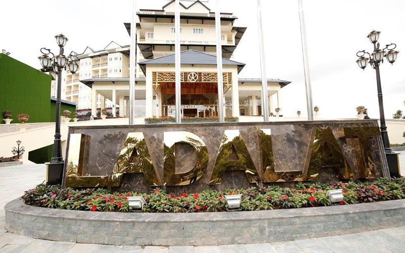 mặt trước khách sạn LaDalat