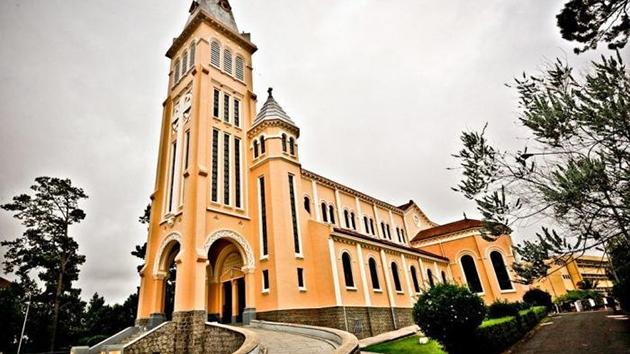 nhà thờ chánh tọa đà lạt