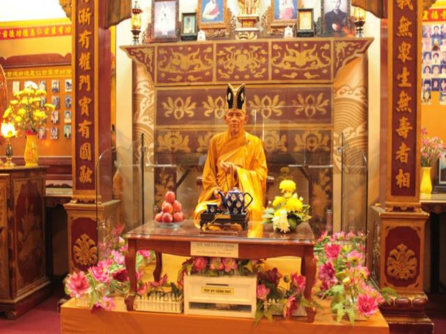 tượng sáp chùa linh phước đà lạt