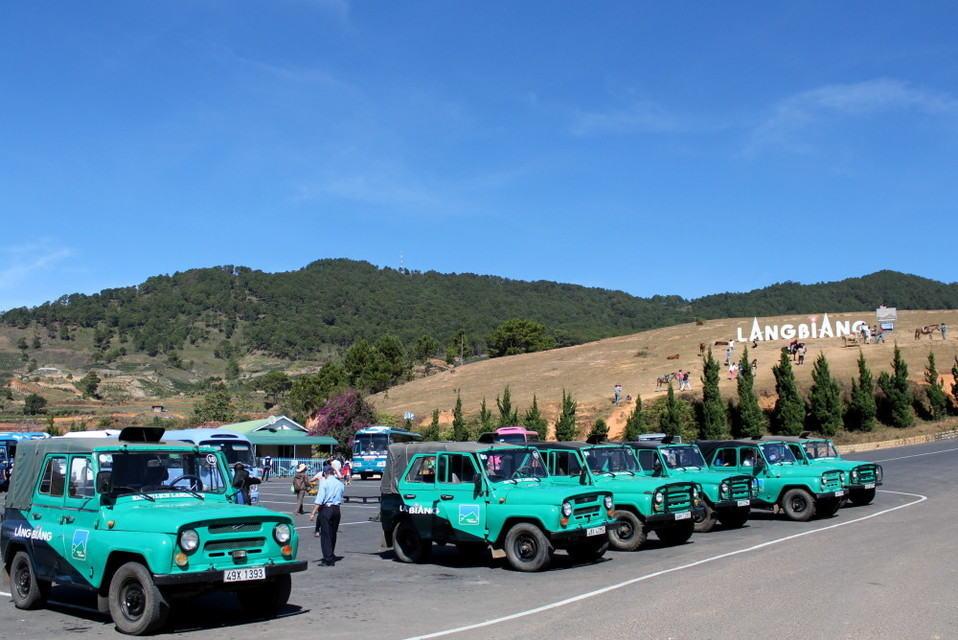 xe jeep núi langbiang đà lạt