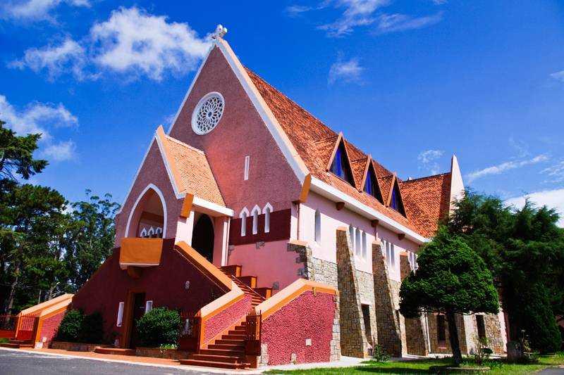 ngôi nhà thờ cổ Đà Lạt