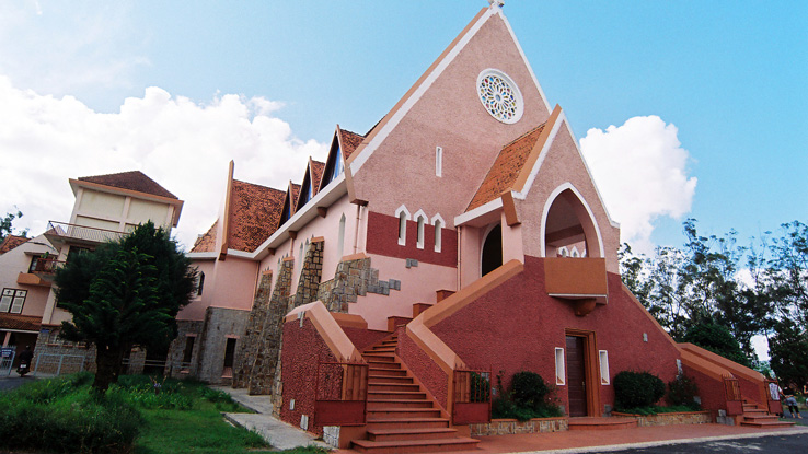 nhà thờ màu hồng Đà Lạt địa chỉ