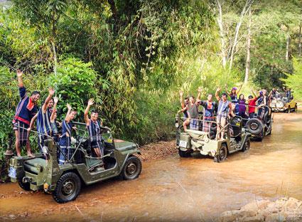 tour xe jeep lang cu lần Đà Lạt