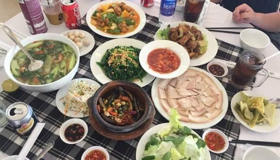 ăn cơm niệu trưa tại Đà Lạt