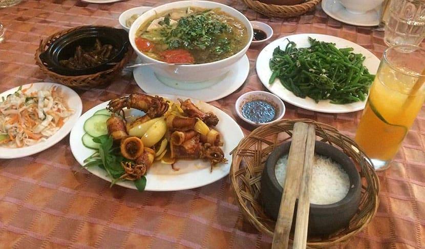 Nhà hàng cơm niêu Hương Trà